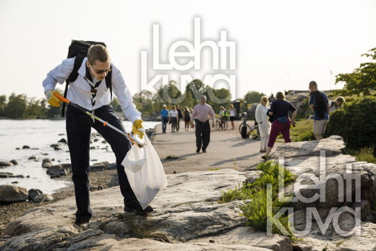 World Environment Day 2019 Cleanup in front of Helsinki coastliner